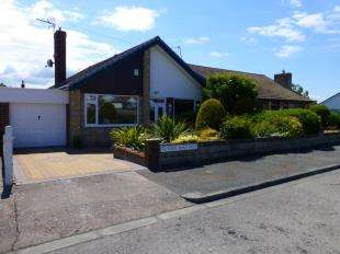 3 Bedrooms Bungalow for sale in Victoria Road West, Prestatyn, Denbighshire, LL19