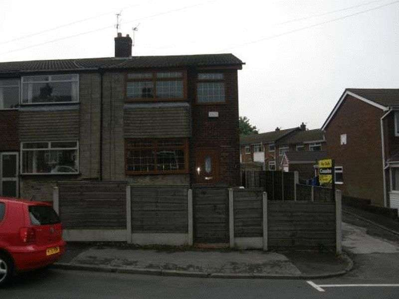 3 Bedrooms Semi Detached House for sale in Scowcroft Lane, Oldham