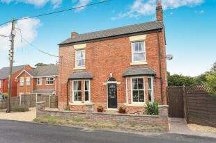 3 Bedrooms Detached House for sale in Crewe Road, Shavington, Crewe, Cheshire