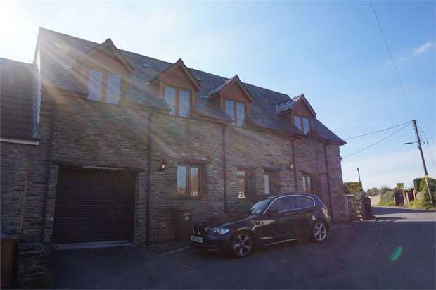 3 Bedrooms Semi Detached House for sale in Pennar Lane, Newbridge, NEWPORT, Caerphilly