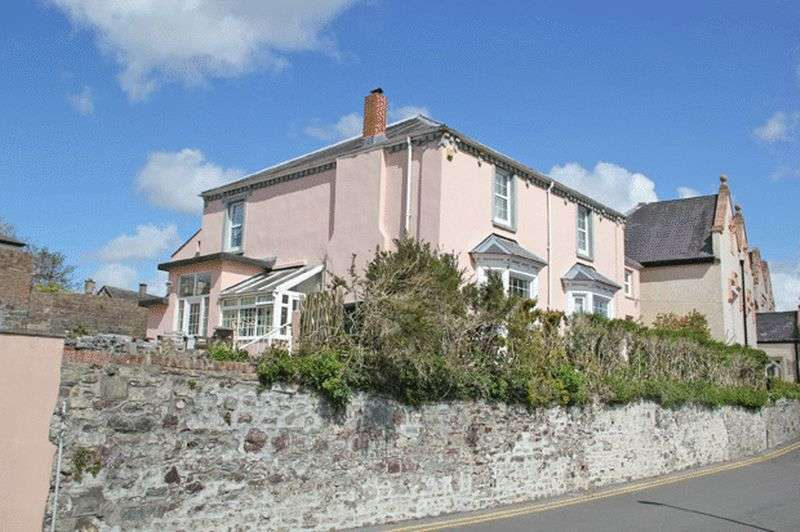 4 Bedrooms Detached House for sale in THE PARADE, CARMARTHEN