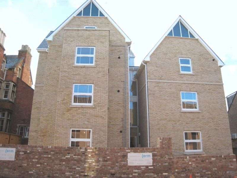2 Bedrooms Flat for sale in WESSEX HOUSE