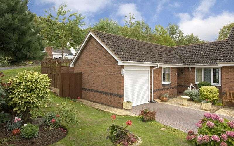 2 Bedrooms Semi Detached Bungalow for sale in Lords Lane, The Oval, Stourbridge