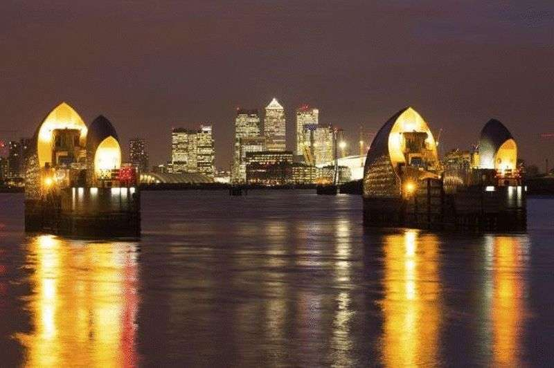 2 Bedrooms Flat for sale in Meridian Building, Royal Wharf, London