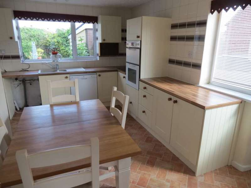 3 Bedrooms Semi Detached Bungalow for sale in *** REDUCED *** NO CHAIN *** Pentland Avenue, Redcar