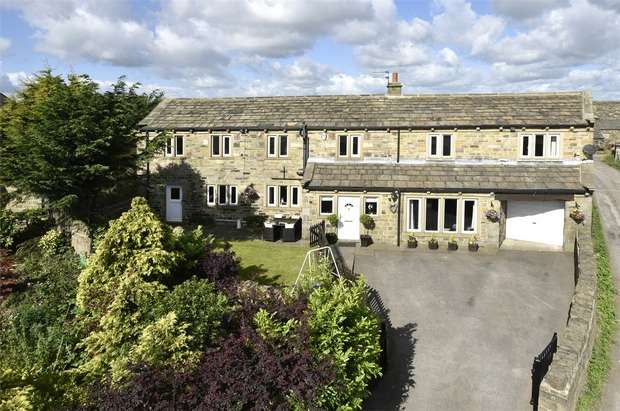 5 Bedrooms Detached House for sale in Round Hill Lane, Upper Heaton, HUDDERSFIELD, West Yorkshire