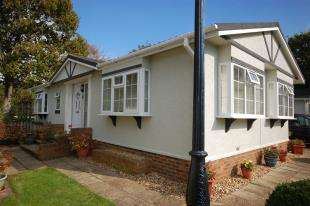 2 Bedrooms Bungalow for sale in Barley Mow, Eastbourne Road, Uckfield, East Sussex
