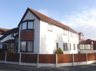 3 Bedrooms Flat for sale in Highways, 2 Albert Drive, Conwy, LL31