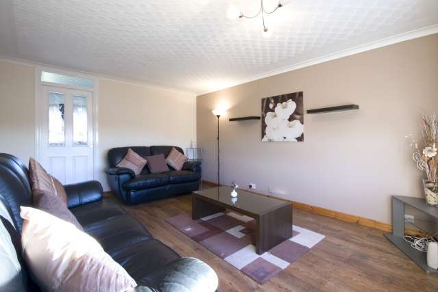 3 Bedrooms Flat for sale in Addiewell Place, Coatbridge, North Lanarkshire, ML5 4DS