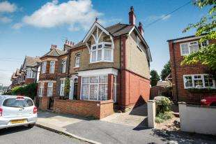 3 Bedrooms Flat for sale in Tennyson Road, Luton, Bedfordshire