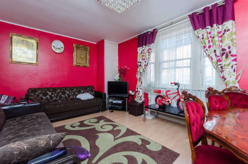 2 Bedrooms Flat for sale in Saunders Close, Limehouse, E14