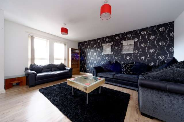 2 Bedrooms Flat for sale in Dean Court, Clydebank, Glasgow, West Dunbartonshire, G81 1RX