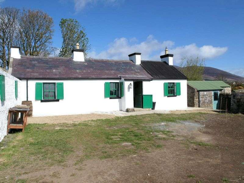 2 Bedrooms Detached Bungalow for sale in Detached Traditional Mourne Cottage