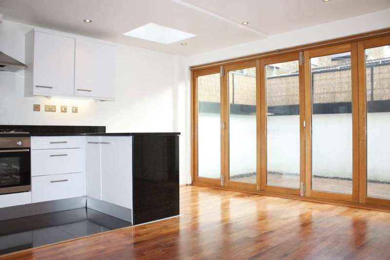 2 Bedrooms Flat for sale in Walberswick Street