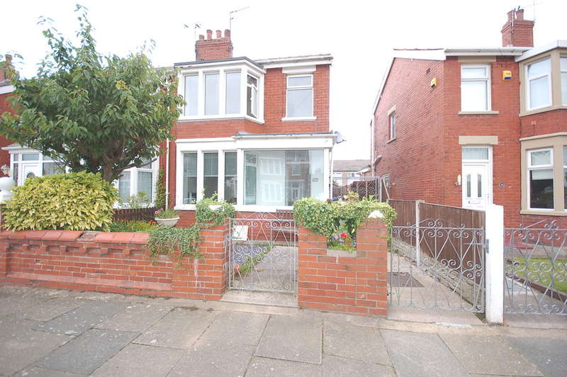 3 Bedrooms Semi Detached House for sale in Beckway Avenue, Blackpool