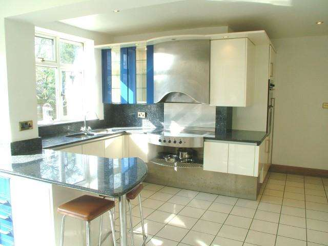 4 Bedrooms Detached House for rent in Perryn Road, Acton, W3
