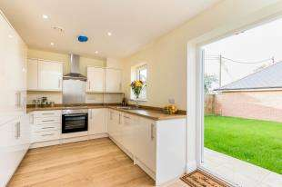 3 Bedrooms Terraced House for sale in Bluecroft, Shripney Road, Bognor Regis, West Sussex