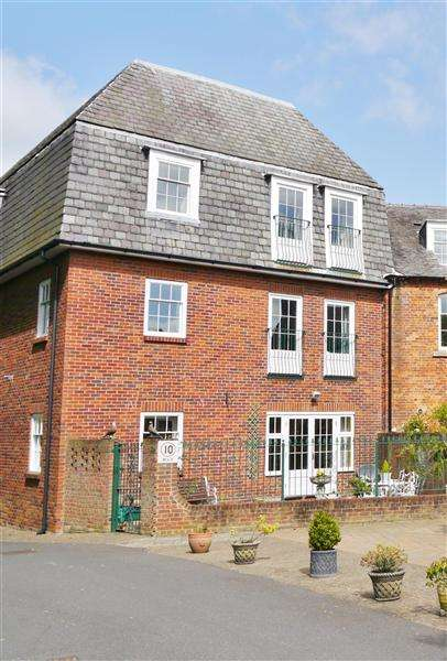 3 Bedrooms Apartment Flat for sale in Mill Drive, Maltings Loft, Swallows Mill, Grantham