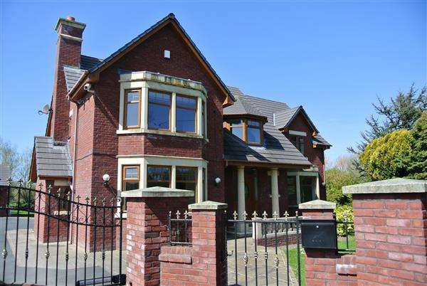4 Bedrooms Detached House for sale in Oaklands, Laundry Road, Blackpool