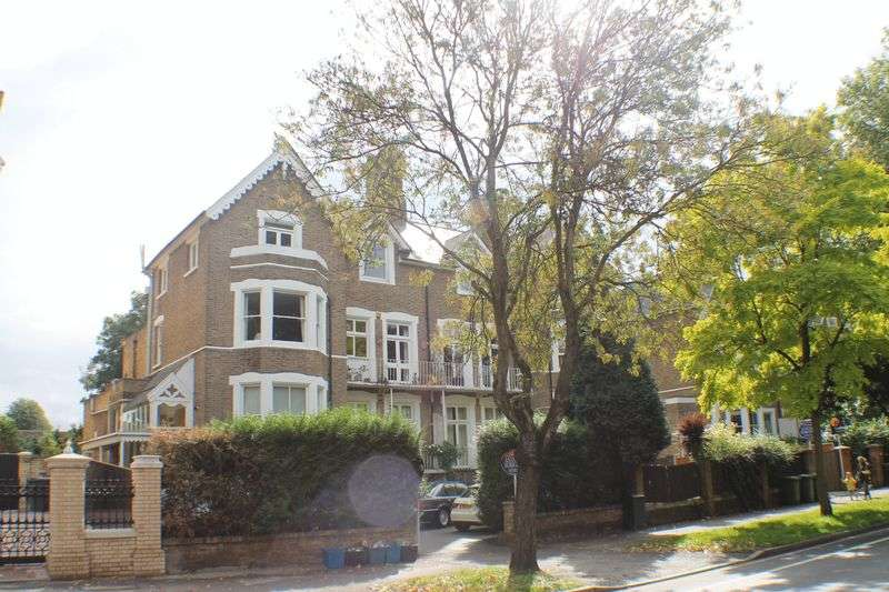 1 Bedroom Flat for sale in Kew Road, Richmond