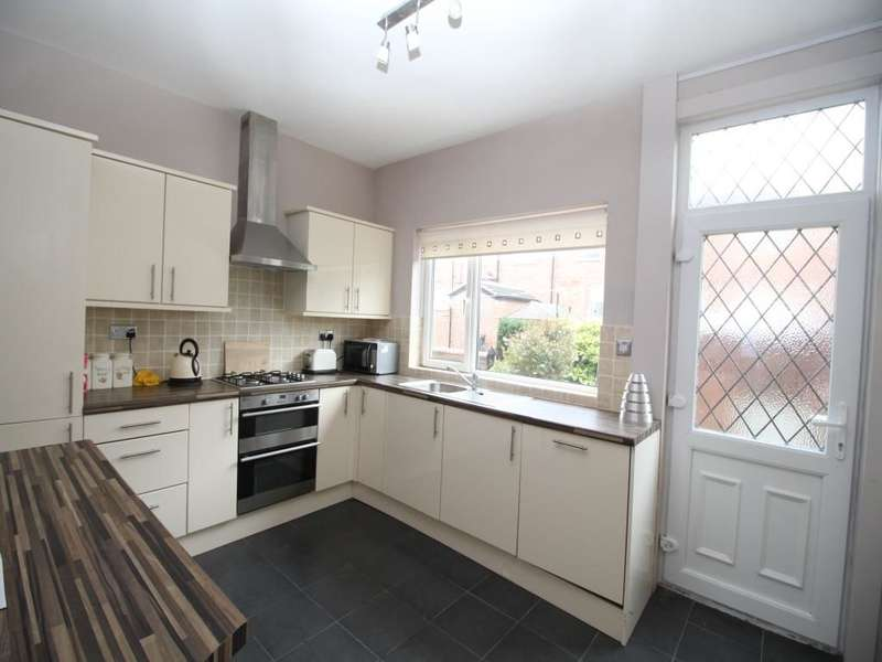 3 Bedrooms Property for sale in Barkly Terrace, Leeds, LS11