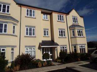 2 Bedrooms Flat for sale in Stryd Y Wennol, Ruthin, Denbighshire, LL15