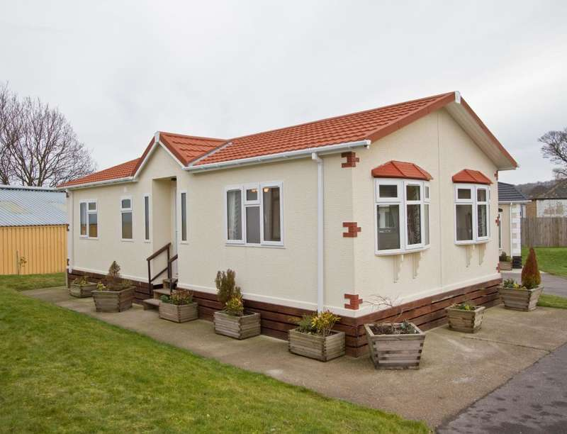 2 Bedrooms Detached Bungalow for sale in Tredegar Marlee Loch, Kinloch, Blairgowrie, PH10