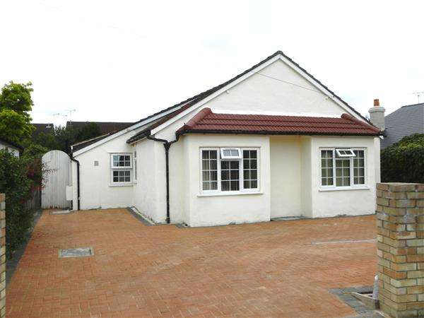 5 Bedrooms Bungalow for sale in Royston Way, Burnham
