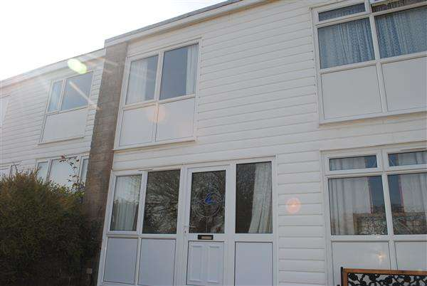 2 Bedrooms Terraced House for sale in 99 Freshwater Bay Holiday Village