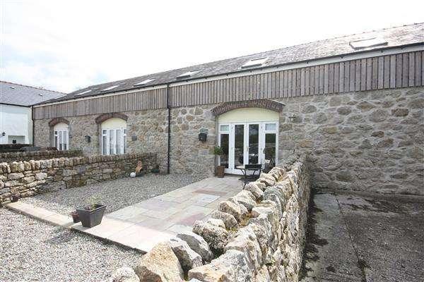 4 Bedrooms Mews House for sale in Tregarnedd Fawr, Penmynydd Road, Llangefni
