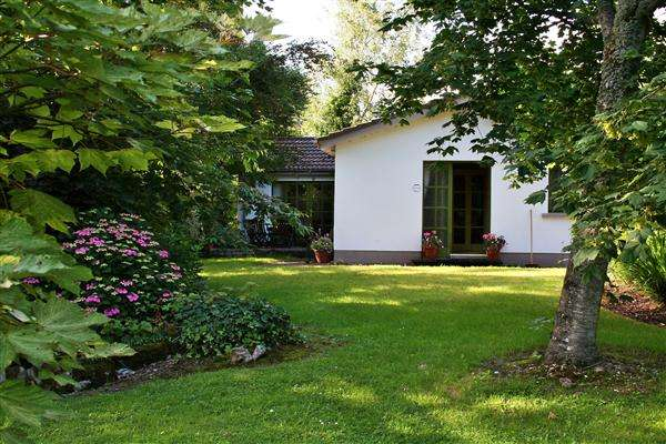 3 Bedrooms Bungalow for sale in Coole Cottage