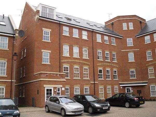 2 Bedrooms Apartment Flat for rent in Florey Gardens, Aylesbury