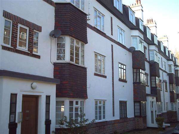 2 Bedrooms Apartment Flat for sale in Bladon Court, Barrow Road, Streatham