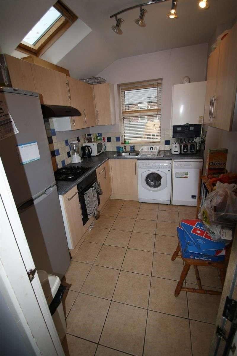 5 Bedrooms Maisonette Flat for rent in Warwick Street, Heaton
