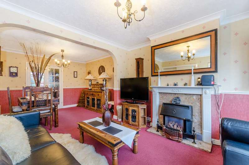 3 Bedrooms Semi Detached House for sale in Royal Crescent, Ruislip, HA4