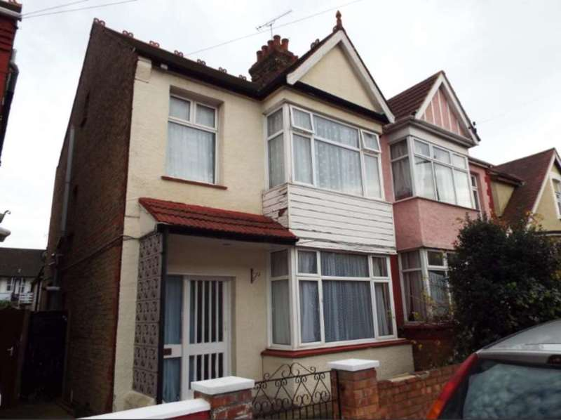 3 Bedrooms Semi Detached House for sale in Westbourne Grove, Westcliff On Sea
