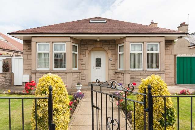 4 Bedrooms Bungalow for sale in Mountcastle Drive South, Edinburgh, EH15 3LS