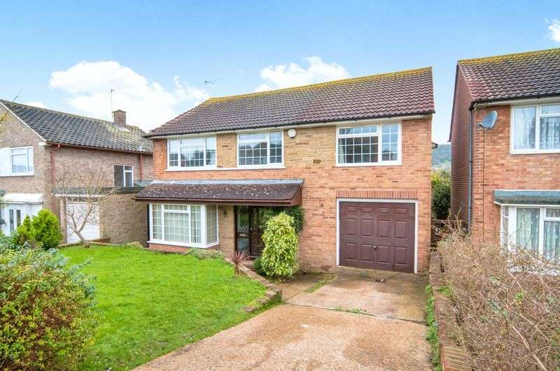 4 Bedrooms Detached House for sale in Glendale Avenue, Eastbourne, BN21