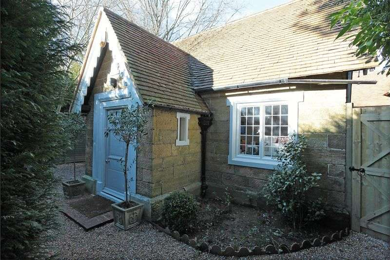 3 Bedrooms Detached House for sale in Temple Grove, Herons Ghyll, East Sussex