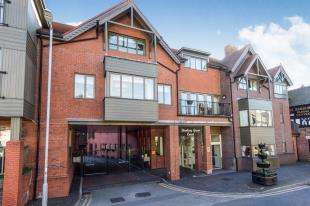 2 Bedrooms Flat for sale in Bowling Green Court, Brook Street, Chester, Cheshire, CH1