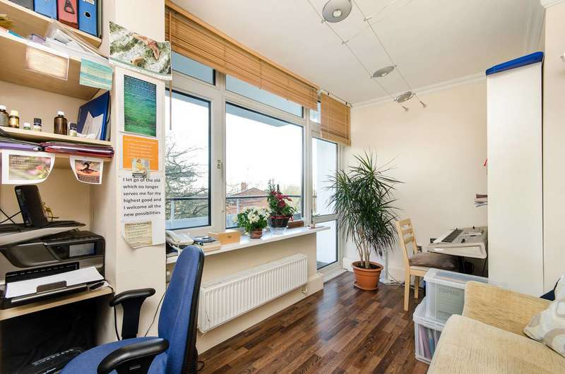 2 Bedrooms Flat for sale in Norley Vale, Roehampton, SW15