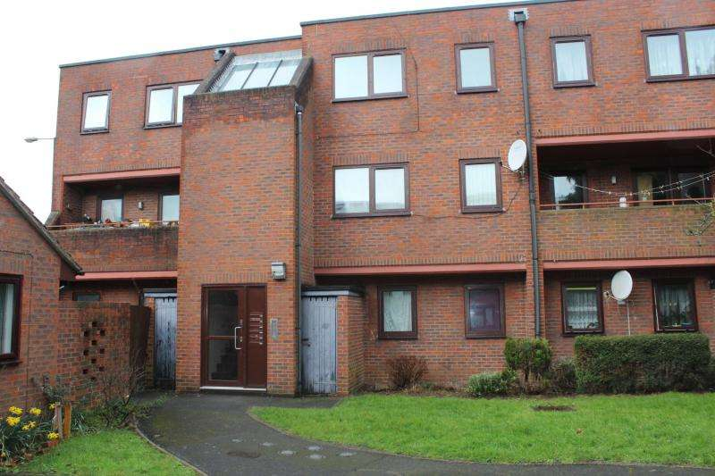 2 Bedrooms Flat for sale in Victoria Court, Blair Road