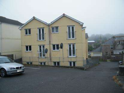 2 Bedrooms Flat for sale in Sparnon Close, Redruth, Cornwall