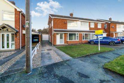 3 Bedrooms Semi Detached House for sale in Thirlmere Drive, Loughborough, Leicestershire