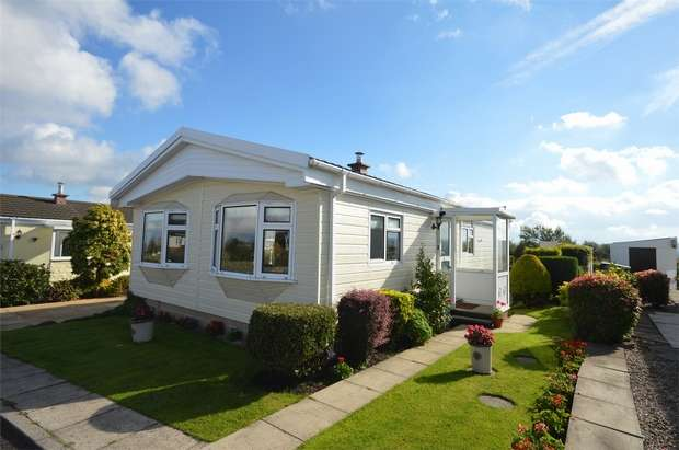 2 Bedrooms Park Home Mobile Home for sale in Victoria Place, Crosland Hill, HUDDERSFIELD, West Yorkshire