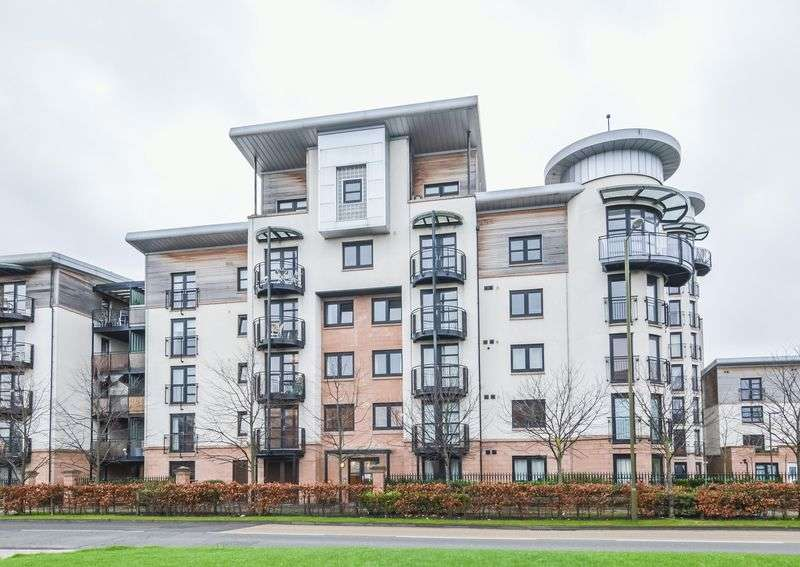 2 Bedrooms Flat for sale in 2/8 Constitution Place, The Shore, Edinburgh, EH6 7DL