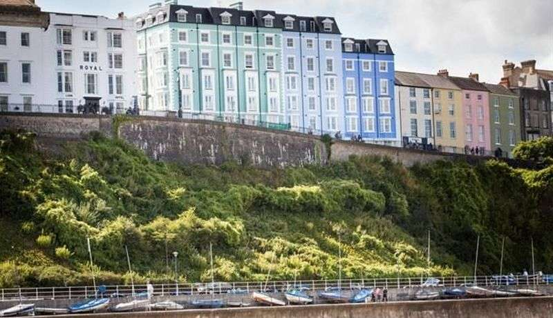 2 Bedrooms Flat for sale in Paxton Court,White Lion Street, Tenby: NEW HOME two bed fourth floor retirement apartment