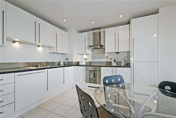 4 Bedrooms Semi Detached House for sale in Swindon, Swindon