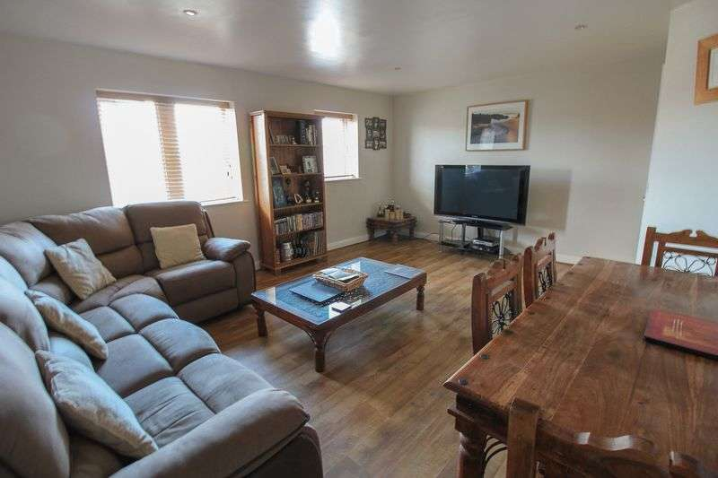 2 Bedrooms Flat for sale in Feversham Gate, York