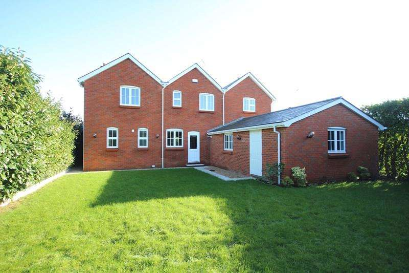5 Bedrooms Detached House for sale in Eastfield Lane, Ringwood